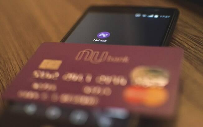 Nubank libera pagamento no débito para Uber e iFood