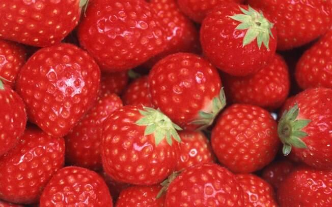 O morango tem muitas propriedades que fazem bem à saúde e cada unidade tem apenas 5 calorias