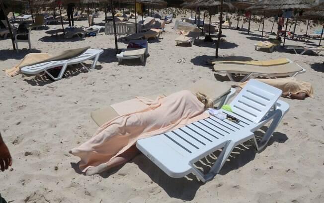 Atentado em hotéis de cidade turística na Tunísia mata ao menos 27 pessoas