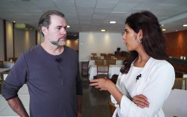 A jornalista Andréia Sadi entrevista o ministro do STF Dias Toffoli na estreia de seu programa na GloboNews