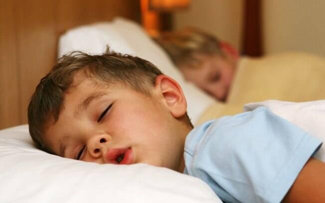 Pesquisa mostra quanto crianças e adolescentes precisam dormir por dia