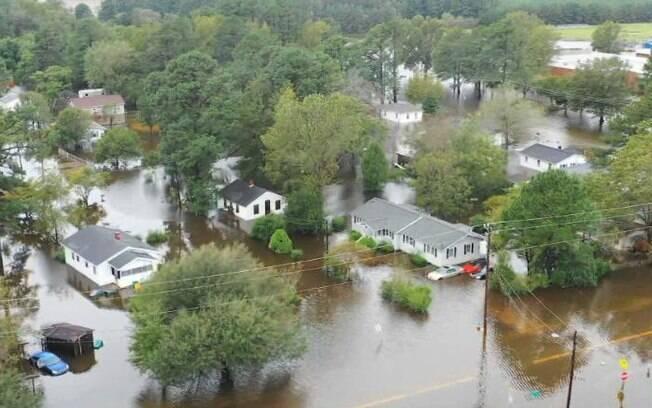 Furacão Florence enfraqueceu para depressão tropical no domingo, e seguiu para o interior dos Estados Unidos