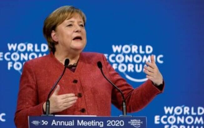 """""""Precisamos ser cuidadosos, como pessoas mais velhas, para lidar com a impaciência dos jovens de uma forma positiva e construtiva"""". Angela Merkel, chanceler da Alemanha"""