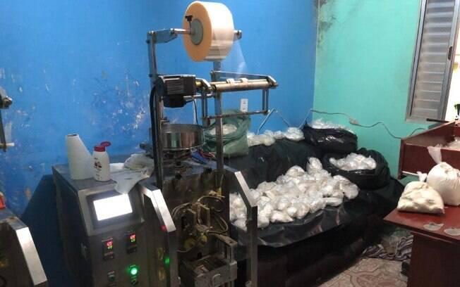 COE e Canil encontraram máquinas para embalar drogas em barraco em Paraisópolis
