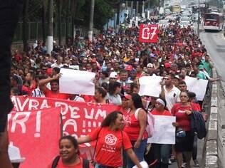 Integrantes do MTST em protesto em 18 de março na Avenida Guarapiranga (zona sul de São Paulo) pelo início da terceira fase do Minha Casa Minha Vida