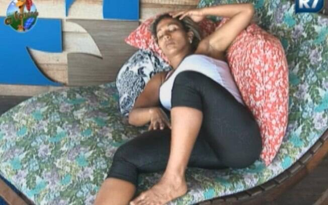 Valesca Popozuda relaxa na varanda