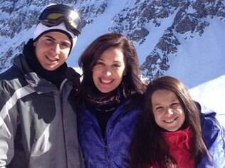 Claudia Raia e os filhos no Chile