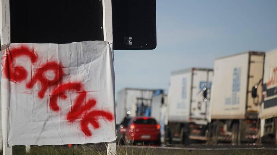 Ameaça de nova greve dos caminhoneiros em fevereiro fez o governo se movimentar e zerar imposto de importação de pneus