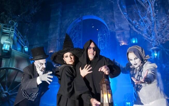 Atores se preparam para o Dia de Halloween no parque da Universal, em Orlando