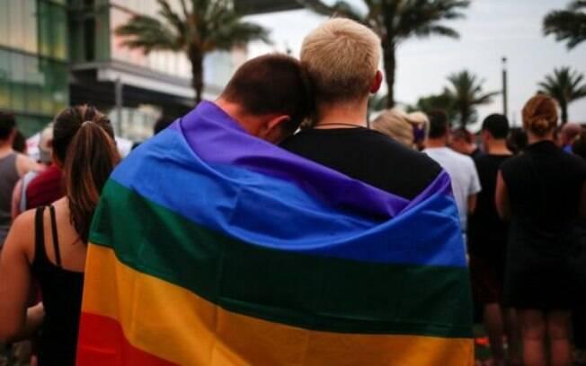 Vigílias pelas vítimas do ataque na boate gay de Orlando foram feitas em todo o mundo