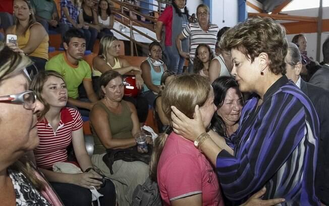 A presidenta Dilma Rousseff durante visita às famílias das vítimas da tragédia ocorrida em boate em Santa Maria