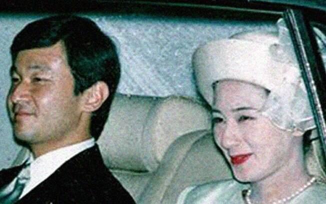 Masako Owada namorou, formada em direito e economia, namorou com Naruhito, príncipe herdeiro do Japão, por seis anos de se casar