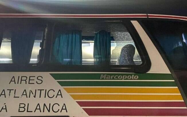 Ônibus do Santos foi apedrejado