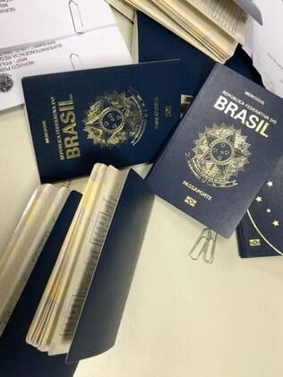 Passaportes falsos apreendidos pela PF que seriam utilizados no esquema de imigração ilegal aos EUA