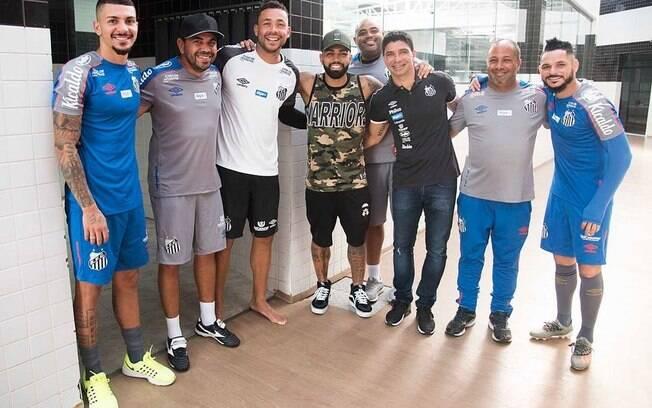 Gabigol visitou CT Rei Pelé e Vila Belmiro