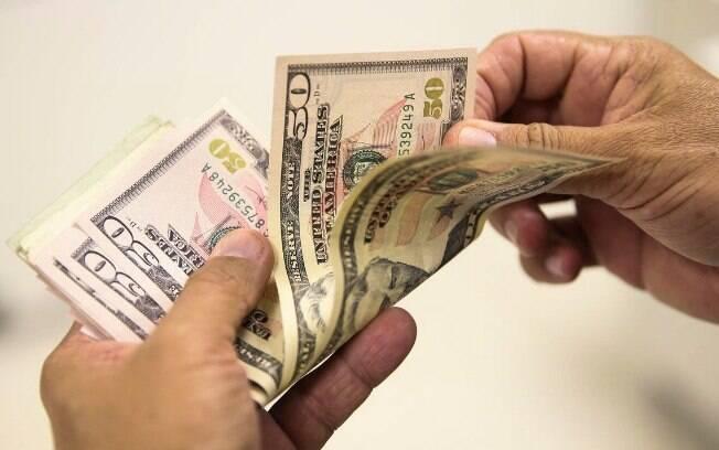 Durante a sessão de hoje (16), por volta das 16h, o dólar chegou a R$ 4,04; em 2019, a moeda já acumula alta de 4,16%