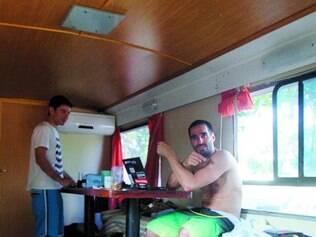 Hermanos. Os argentinos também ficaram acampados em BH
