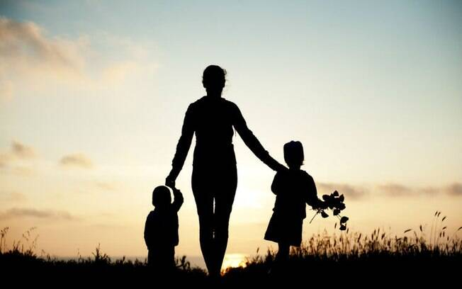 A psicanálise afirma que a mãe não precisa ser perfeita, nem imperfeita, apenas suficiente