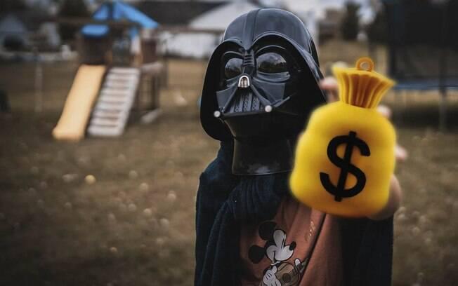 Darth Vader jamaicano disse que quer usar o dinheiro para ajudar familiares e amigos