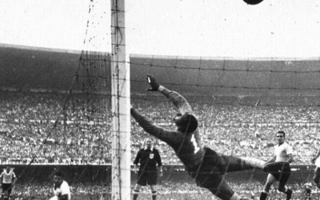 O Brasil perdeu de virada para o Uruguai por 2 a 1 na final da Copa de 1950, no Maracanã