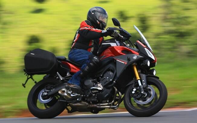 A Yamaha MT-09 Tracer, apelo aventureiro e agilidade de naked média