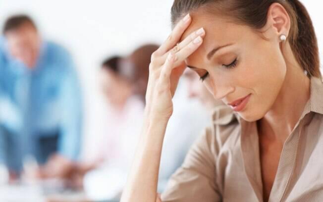 Quando se está com a pressão alta, a pessoa pode sentir dor de cabeça. Foto: Getty Images