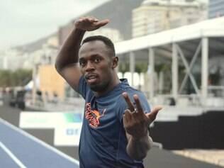 Homem mais rápido do mundo disputou uma corrida com cerca de 90 crianças dos morros do Chapéu Mangueira e Babilônia