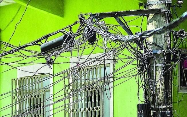 De acordo com os cálculos da Abradee, 'gatos' e furtos de energia geram prejuízo anual de até R$ 8 bilhões ao país