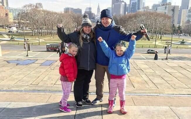 Os pais, Donna e Chris Jackson, e as filhas, Ellie e Miley, já conheceram os Estados Unidos e outros cinco países