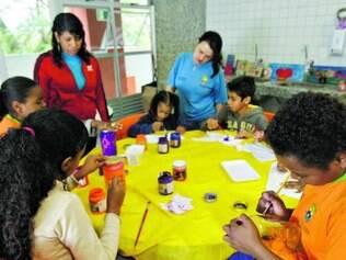 Conteúdo. Monitores dão aulas de artes, parte do programa no Polo de Educação Integrada, em BH