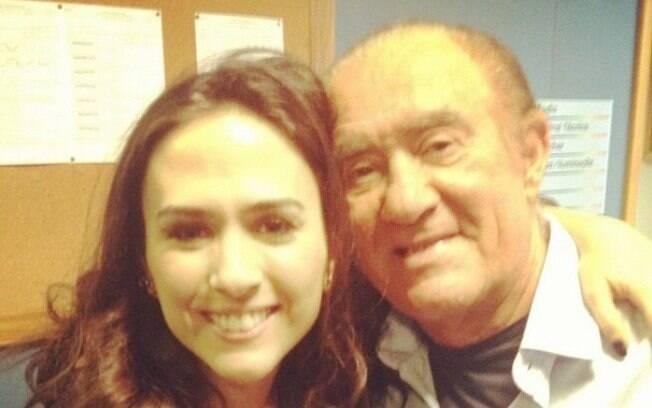 Tatá Werneck encontrou com Renato Aragão, o eterno Didi Mocó, e posou ao lado dele para foto nas redes sociais