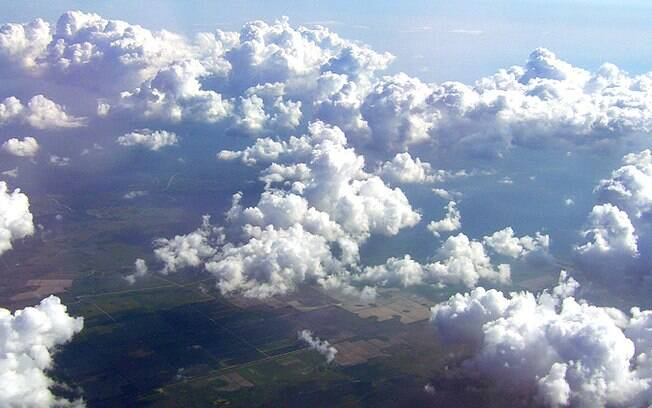Para a filha do pesquisador, o céu era branco, só depois de muito tempo usou a cor azul