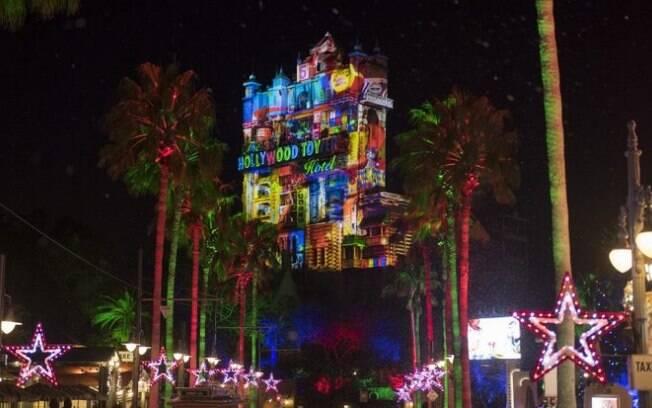 A Hollywood Tower of Terror também está pronta para o Natal em Orlando