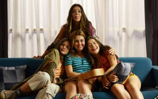 Ao lado de um elenco adolescente, Giovanna Lancellotti se torna a mais velha em