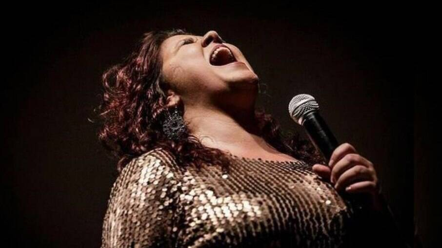 Cantora Cláudia Garcia