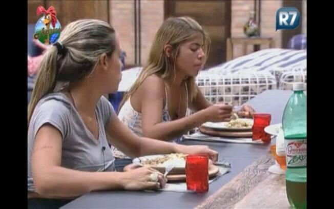 Joana, Raquel e Monique desfrutam de seu último almoço dentro do reality