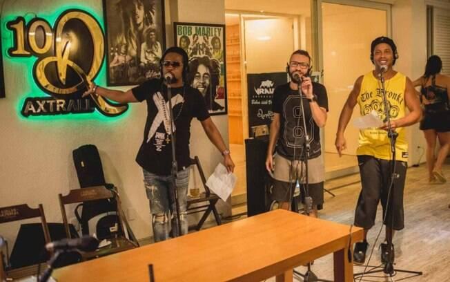 Ronaldinho lança música de samba