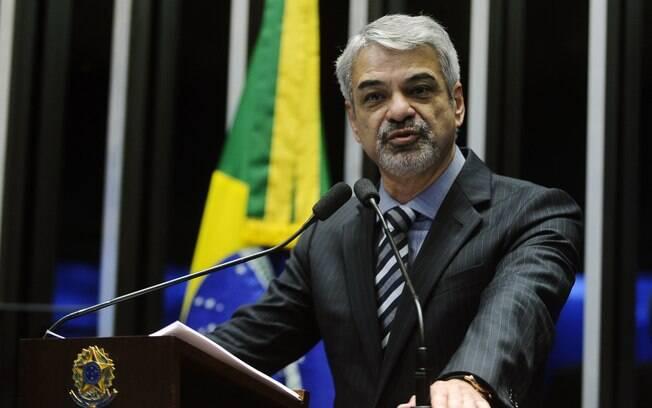 Senador Humberto Costa (PT-PE) questionou a necessidade da intervenção federal