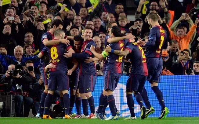 Barcelona faz a festa no Camp Nou. Quase 95  mil pessoas estiveram no estádio