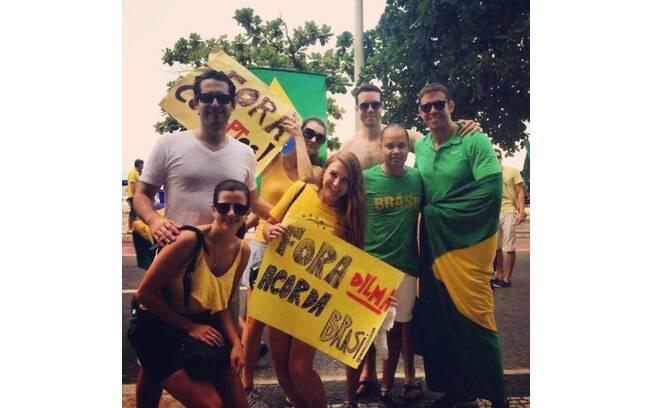 Foto de Helena Verônica Drabzi mostra os protestos em Copacabana, Rio de Janeiro