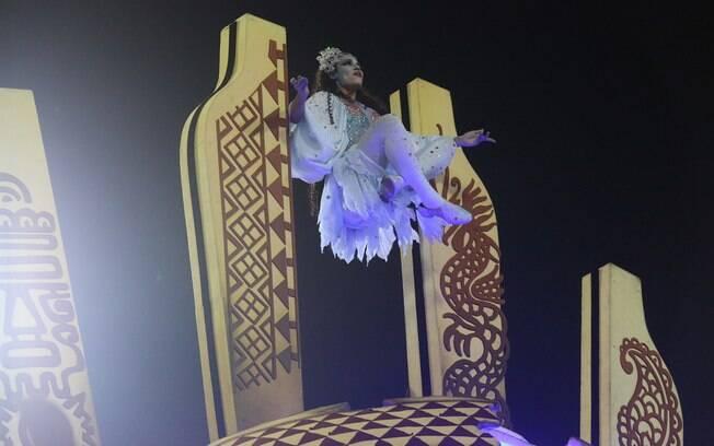 Truque de levitação agitou o público no desfile da Salgueiro