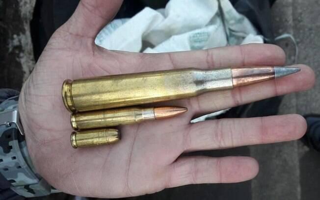 Os Policiais apreenderam munição de calibre .50; calibre .762 e munição calibre .556