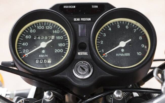 Painel de instrumentos tinha indicador digital de marchas, o que a GT 550 não tinha