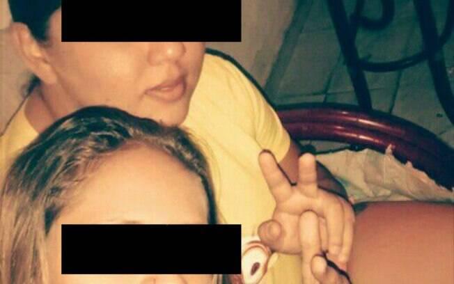 Jovens presas em imagem feita com o celular roubado: conexão com Dropbox denunciou o grupo. Foto: Polícia Civil do Piauí
