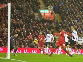 Em sétimo lugar, o Liverpool está a três pontos da zona de classificação para a Liga dos Campeões