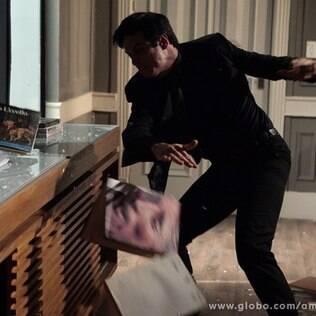 Félix destrói sua sala na San Magno
