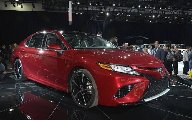 Em sua oitava geração, o Toyota Camry muda completamente para conquistar o público com mais esportividade.