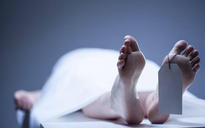 Mulher recebeu um diagnóstico equivocado e quase foi enterrada viva depois de se envolver em um acidente de carro