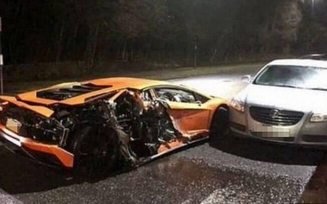 Lamborghini de Lys Mousset ficou destruída