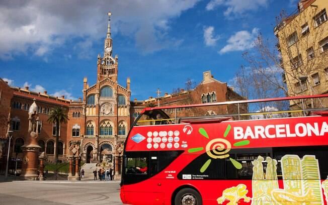 Com ônibus de dois andares acessíveis, Barcelona é um bom destino turístico para pessoas com deficiência física